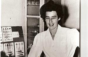 Prof. Eyal-giladi in her lab