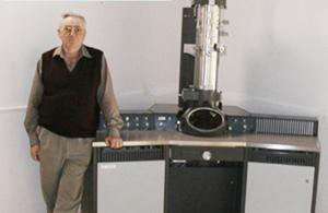פרופ' אוהד והמיקרוסקופ האלקטרוני