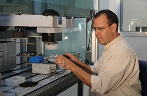 Prof. Nir Friedman in the lab